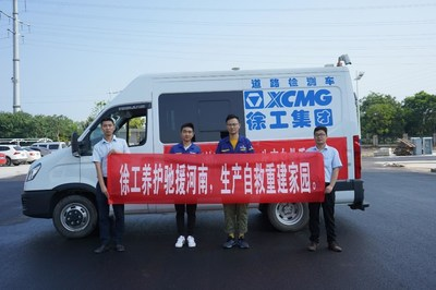 Inundaciones de Henan en 2021: para contribuir en los esfuerzos de reconstrucción tras las inundaciones, XCMG facilita equipos esenciales para perfilar terraplenes de carreteras. (PRNewsfoto/XCMG)