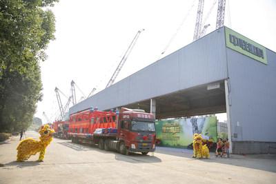 Zoomlion bate otro récord en la fabricación de alta gama y exporta la grúa sobre orugas de mayor tonelaje de China (PRNewsfoto/Zoomlion)